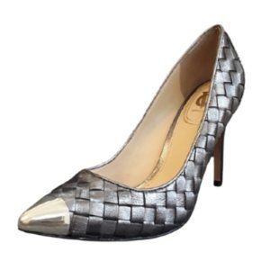 VINCE CAMUTO SILVER WOVEN LEATHER POINT PUMPS